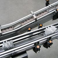 Flat top chain conveyor as interlinking for a packaging system 03